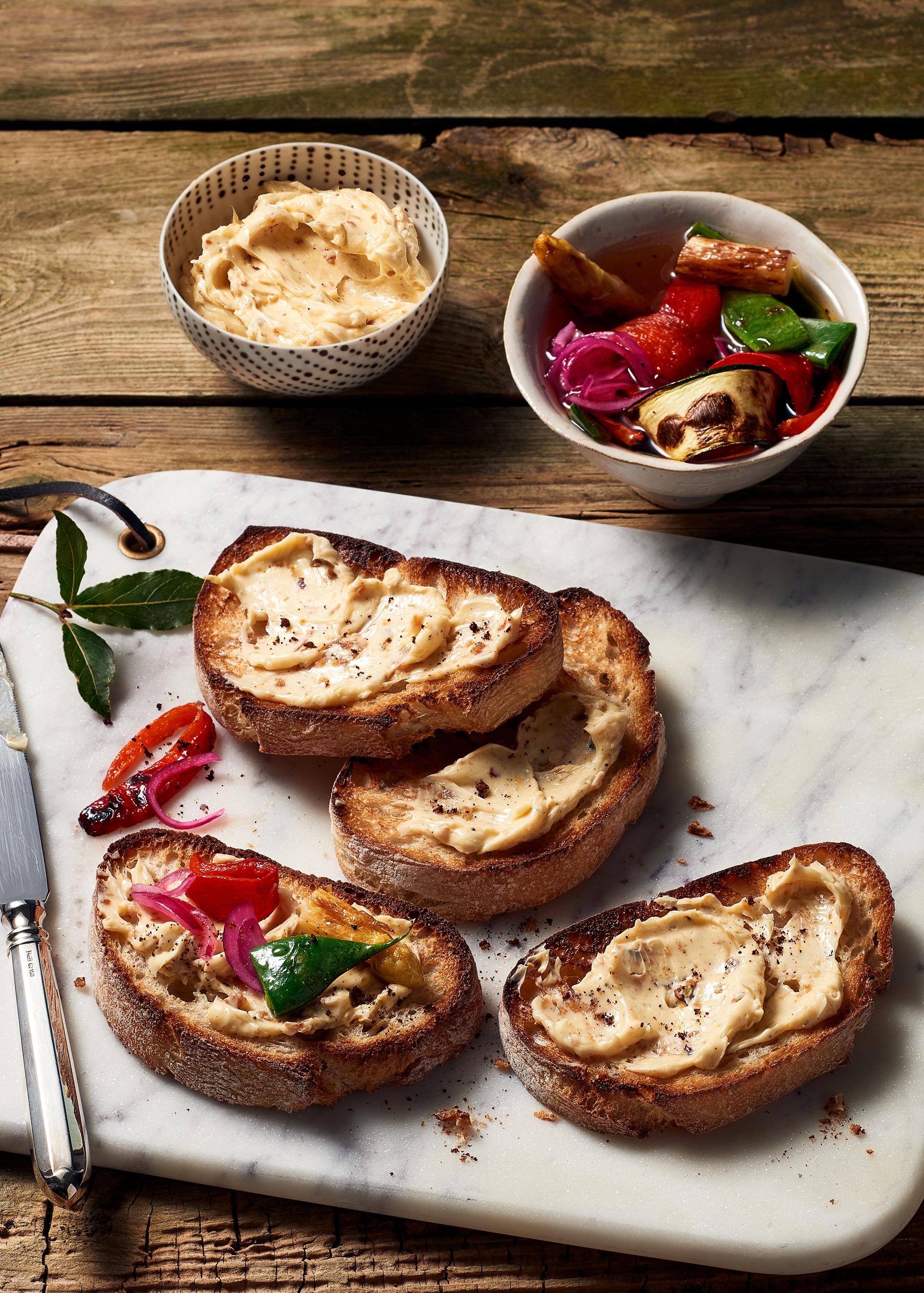 Miso-Butter schmeckt als Brotaufstrich besonders gut, ist aber auch eine tolle Grundlage für viele Gerichte