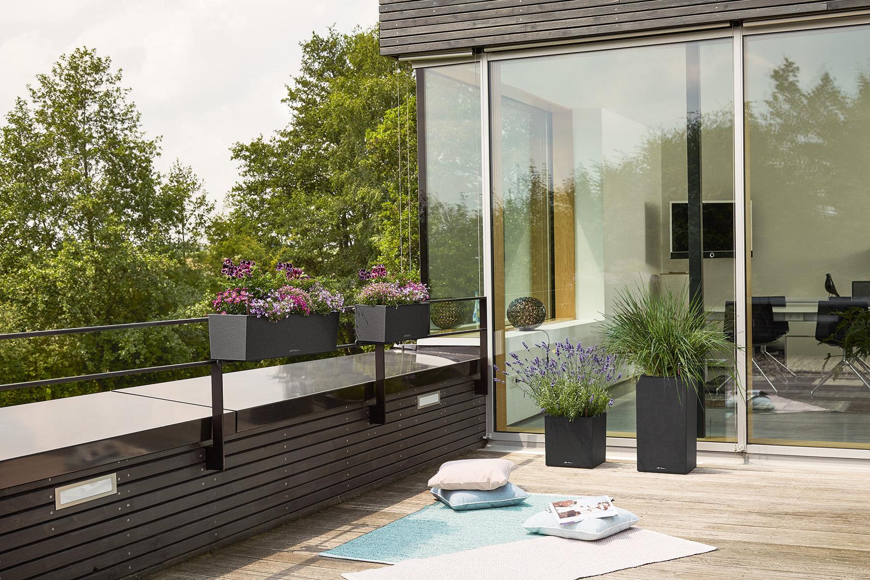 Die Pflanzgefäße fügen sich harmonisch in jedes Ambiente und bieten auch Blütenträumen ein Zuhause