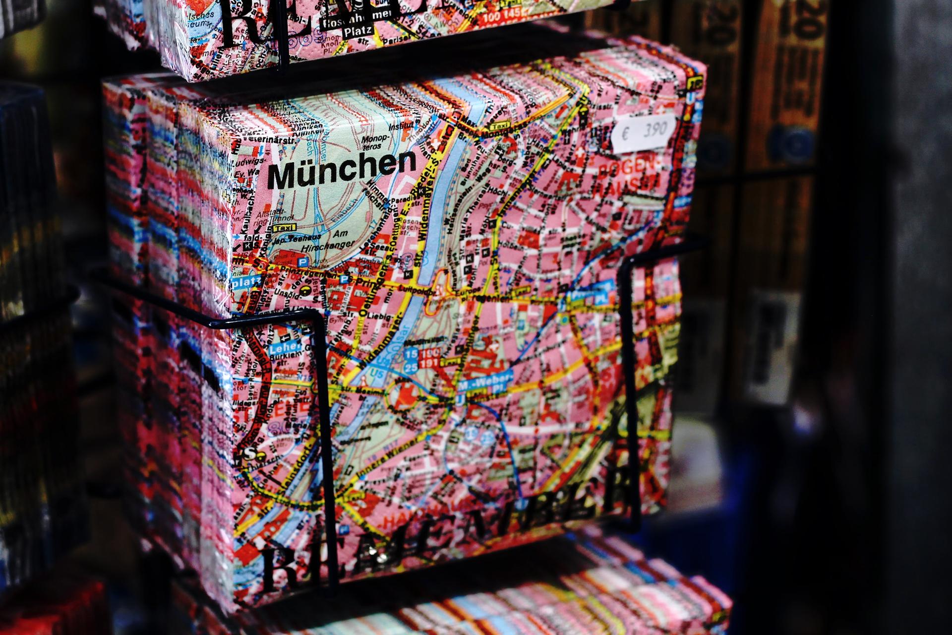 Überteuertes und plastikverpacktes, ansonsten aber nützliches Mitbringsel für München-Freunde