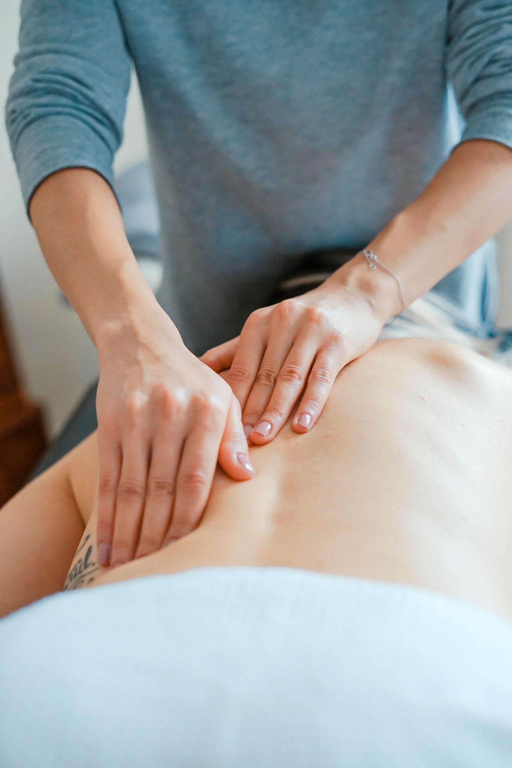 Schönheit, Gesundheit und Pflege gehen bei den ganzheitlichen Behandlungen Hand in Hand