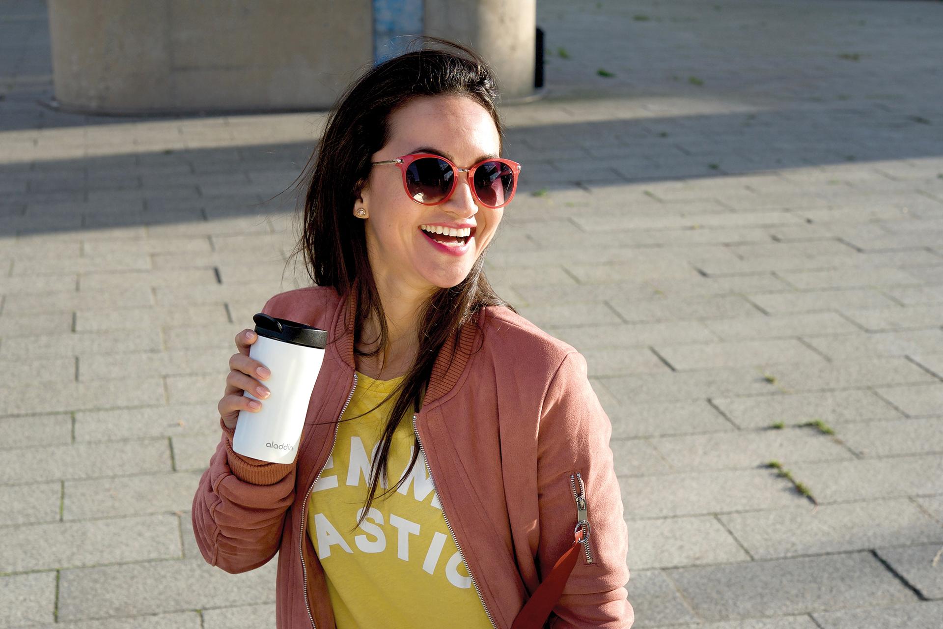 Genussvoll guten Kaffee genießen, ohne einen Tropfen zu verschütten